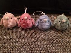 Troetels en zo: SLEUTELHANGER VOGELTJE Crochet Baby Toys, Crochet Birds, Diy Crochet, Crochet Crafts, Crochet Projects, Crochet Garland, Crochet Snowflakes, Crochet Star Stitch, Rainbow Crochet