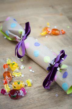 Eine tolle Dekoidee für jede Party - diese Cracker sorgen noch mal für eine große Portion Spaß! Dabei sind sie ganz einfach zu basteln :-) Alle Infos gibt es auf meinem Blog