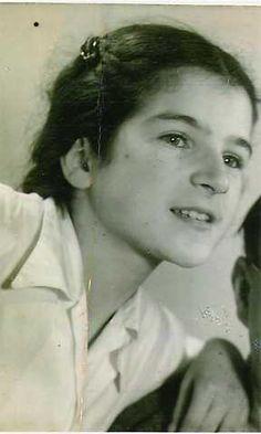 Anne Frank's friend Sanne Ledermann in 1942.