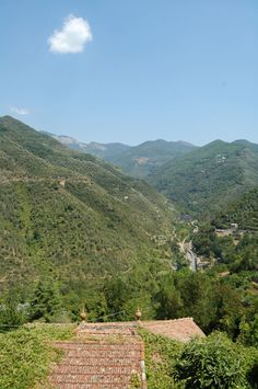 Castelvittorio (IM): una veduta dell'Alta Val Nervia