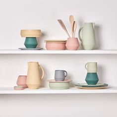 D    Julia Mülling M    Schneid  The Unison set is a ceramic tableware collection with seven different pieces. It consists of a coffee pot, big and smal...