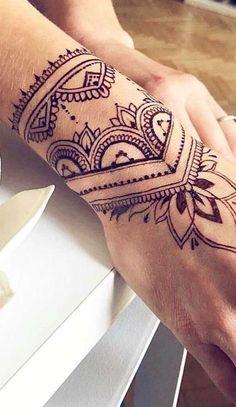 Tattoos Mandalas, Mandala Hand Tattoos, Side Hand Tattoos, Finger Tattoos, Body Art Tattoos, Sleeve Tattoos, Hamsa Tattoo, Henna Arm Tattoo, Wrist Band Tattoo