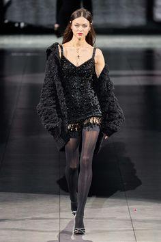 Dolce & Gabbana Fall 2020 Ready-to-Wear Fashion Show - Vogue Fashion Week, Fashion 2020, Runway Fashion, High Fashion, Fashion Looks, Vogue Fashion, Street Fashion, Fashion Black, Dolce & Gabbana
