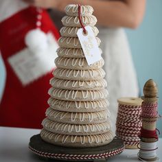 My favoritt Norwegian cookie tower for the HOLIDAYS A gooey almond cookie decorated with white icing. Perfect for the holiday season Link to recipe in my bio or my stories or go to my blog www.passionforbaking.com and search for almond cookie tower #holidayseason2018 #christmas #almondcookie #norwegian Christmas Cookie Boxes, Christmas Baking, White Icing, Almond Cookies, Vanilla Flavoring, Cookie Bars, Cookie Decorating, Tower, Chocolate