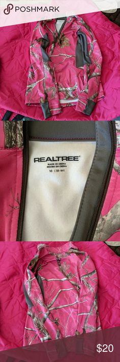 Camo Real Tree Overhead Jacket Pink Camo RealTree over head mid zipper jacket  Size: Medium Wore one not my size No rips or Stains  Smoke Free Pet Friendly Home Realtree Jackets & Coats