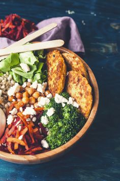 Eat and love: Vegetable bowl with cauliflower-millet cakes barley groats