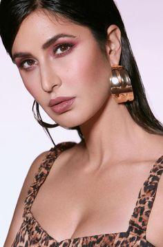 Katrina Kaif Hot Pics, Katrina Kaif Photo, Beauty Bar, Beauty Makeup, Eye Makeup, Beautiful Bollywood Actress, Kate Winslet, Bollywood Stars, Deepika Padukone