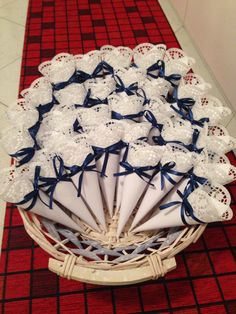Hochzeitskegel Inspiration - Veronica B M - Pin Paper Doily Crafts, Doilies Crafts, Paper Doilies, Wedding Gift Boxes, Wedding Candy, Wedding Favors, Baby Shower Themes, Baby Shower Decorations, Wedding Decorations