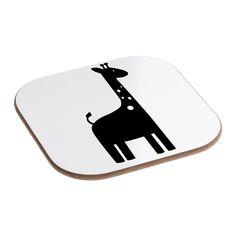 Quadratische Untersetzer Giraffe aus Hartfaser  natur - Das Original von Mr. & Mrs. Panda.  Dieser wunderschönen Untersetzer von Mr. & Mrs. Panda wird in unserer Manufaktur liebevoll bedruckt und verpackt. Er bestitz eine Größe von 100x100 mm und glänzt sehr hochwertig. Hier wird ein Untersetzer verkauft, sie können die Untersetzer natürlich auch im Set kaufen.    Über unser Motiv Giraffe  Rekord: Giraffen sind die höchsten landlebenden Tiere der Welt. Männchen können bis zu 6 Meter hoch…