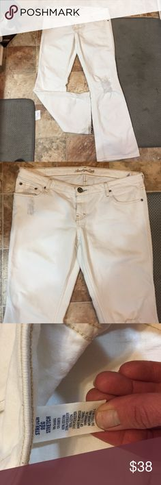 AE White Stretch Jeans Like new condition. American Eagle White Stretch Bootcut Jeans. Super cute. 14 Regular American Eagle Outfitters Jeans Boot Cut