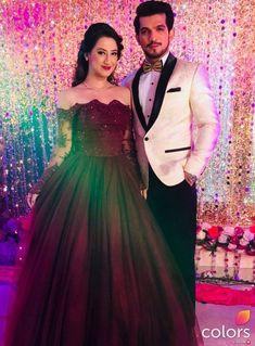 54 Ideas dress long maroon evening gowns for 2019 Bridal Chura, Bridal Lehenga, Wedding Party Dresses, Bridesmaid Dresses, Prom Dresses, Wedding Outfits, Wedding Reception, Unique Dresses, Trendy Dresses