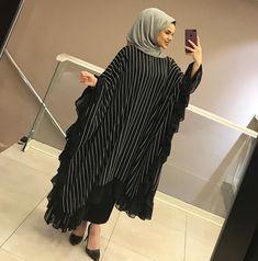 Abaya Style 826621706583856525 - Görüntünün olası içeriği: 1 kişi, ayakta Source by Abaya Fashion, Muslim Fashion, Fashion Outfits, Dubai Fashion, Dress Fashion, Estilo Abaya, Fashion Model Sketch, Fashion Sketches, Hijab Style Dress