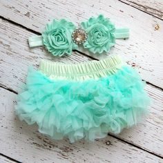 TuTu Bloomers  Cotton Bloomer with Chiffon Ruffles  Color: Mint  Shabby Flower Headband      <3 Perfect for Photo Shoots & Baby Shower Gifts