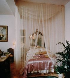 Such a romantic bedroom. ♡