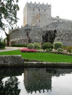 Sotomayor Castle or Castillo de Sotomaior in Galicia, Spain. Spanish Architecture, Beautiful Architecture, Castle Ruins, Medieval Castle, Beautiful Castles, Beautiful Places, Places Around The World, Around The Worlds, Castle Pictures