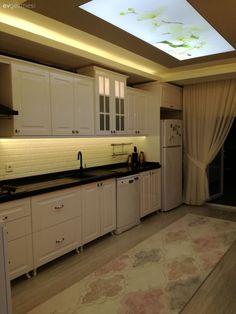 Pastel renkleri çok seviyorum mutfağımda ve oturma odamda kahverenginin tonlarını kullandım.