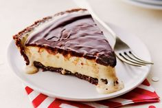 This Canada Day, take Nanaimo bars to the next level with our three-step frozen nanaimo pie! For the best texture, soften the ice cream in the fridge rather than at room temperature. Photo by Ryan Szulc. Frozen Desserts, Frozen Treats, No Bake Desserts, Just Desserts, Cold Desserts, Canadian Cuisine, Canadian Food, Canadian Recipes, Pie Recipes