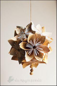 Flores de origami y esferas kusudama.