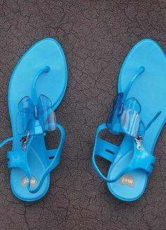 Kupuj mé předměty na #vinted http://www.vinted.cz/damske-boty/sandaly/16884004-modre-sandalyzabky-mel-mellisa-s-motylkem