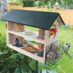 Station d'alimentation des oiseaux   Jardin   Coopers Of Stortford
