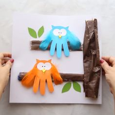 Over 10 of the Best Fall Crafts for Kids - leaf printing, handprint crafts, owls, leaf art and more! Autumn craft ideas for kids of all ages! Thanksgiving Crafts For Toddlers, Winter Crafts For Kids, Art For Kids, Thanksgiving Decorations, Summer Crafts, Craft Activities, Preschool Crafts, Kids Crafts, Arts And Crafts
