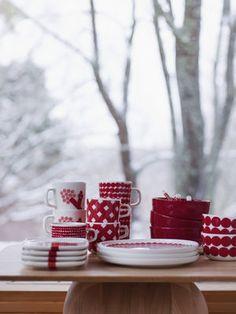 Marimekko holiday mix and match dinnerware Classic Dinnerware, Holiday Dinnerware, Nordic Christmas, Christmas Design, Xmas, Merry Christmas, Marimekko, Scandinavian Living, Scandinavian Design