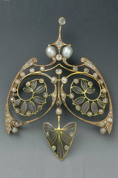 Henri Vever - An Art Nouveau gold, enamel, diamond, pearl and paste pemndant, about 1900. Signed VEVER Paris. #GoldJewelleryArtNouveau