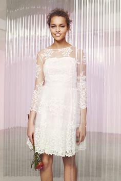 Les petits budgets doivent aussi penser aux marques non spécialisées mariage pour dénicher leur robe de mariée. Robe blanche, robe dentelle, robe ivoire, et surtout robe pas chère, votre tenue de mariée n'en sera pas moins belle !