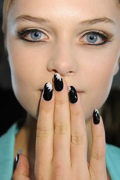 #Inspiredby Black Nails get the look