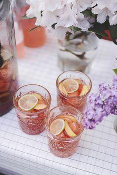 Emily Salomon » Fredagscocktail: Rosé Sangria