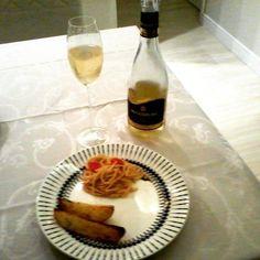Resultado final...juntando tudo com um bom frisante #MAXIMUM....alguém quer jantar aqui hoje? #blogtudoadois #janta #frisante #macarrão #batata #boanoite #receitasdodih #receita #menu #cardápio #ap #champanhe #jantar by blogtudoadois http://ift.tt/1TssGjA