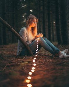 Portrait Photography Poses Guide for Photographers and Models Tumblr Photography, Creative Photography, Photography Poses, Fairy Light Photography, Photography Lighting, Landscape Photography, Photography Ideas For Teens, Portrait Photography Inspiration, Outdoor Senior Photography