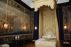 Hampton Court Palace - Queen's Bedchamber