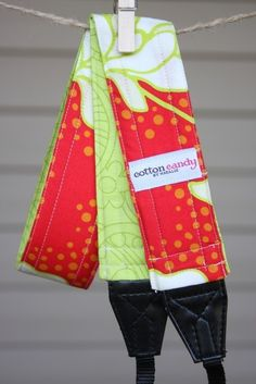 Bright Red and Green Reversible Camera par cottoncandybynatalie, $30,00