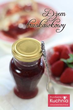 Przepis dżem z truskawek czyli domowy dżem truskawkowy, lekko kwaskowaty, z dużymi kawałkami owoców.  http://pozytywnakuchnia.pl/dzem-truskawkowy/  #truskawki #przetwory #dzem