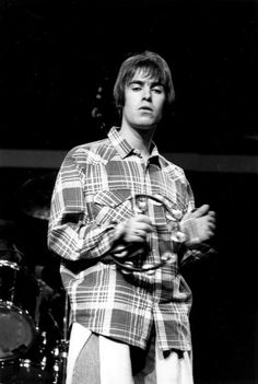 liam gallagher oasis love black and white british favorite fit music icon iconic Gene Gallagher, Liam Gallagher Oasis, Oasis Live, Oasis Band, Liam And Noel, El Rock And Roll, Aesthetic Themes, Aesthetic Design, Tambourine