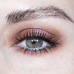 [Shadow c/o and the Moondust palette. Schatten c / o Katie Jane Hughes und die Palette Moondust. Schatten c / o Katie Jane Hughes und die Palette Moondust. How To Clean Makeup Brushes, Eye Makeup Tips, Makeup Goals, Skin Makeup, Makeup Inspo, Makeup Style, Eyeliner Ideas, Mac Makeup, Makeup Hacks