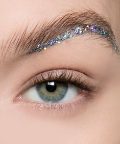7 Super-Wearable Ways to Wear Glitter IRL Glittered Brows Reign Supreme Glitter Face Makeup, Glitter Brows, Glitter Make Up, Eye Makeup, Glitter Hair, Glitter Top, Glitter Vinyl, Black Glitter, Makeup Trends