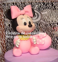 minnie mouse bebé Mickey Cakes, Mickey Y Minnie, Mickey Mouse Cake, Minnie Mouse Cake, Clay Projects, Projects For Kids, Baby Shawer, Mini Mouse, Fondant Toppers
