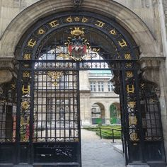 Three free museums in Paris you need to visit - the Musee Carnavalet entrance