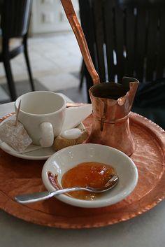 Greek coffee with homemade spoonsweet& loukoumi - (HONORE DE BALZAC  Ο ΚΑΦΕΣ)  O καφές είναι ένα εσωτερικό πυρωτικό. Πολλοί άνθρωποι αναγνωρίζουν στον καφέ την ικανότητα να δίνει πνεύμα.Ο καφές θέτει σε κίνηση το αίμα και κάνει να αναδύονται οι ενεργοποιητικές απορροές του.Αυτός ο ερεθισμός επιταχύνει την πέψη, διώχνει τον ύπνο και επιτρέπει να διατηρηθεί λίγο παραπάνω η ενάσκηση των εγκεφαλικών δραστηριοτήτων.Ο χρόνος κατά τον οποίο απολαμβάνουμε τα ευεργετήματα του καφέ μπορεί να…