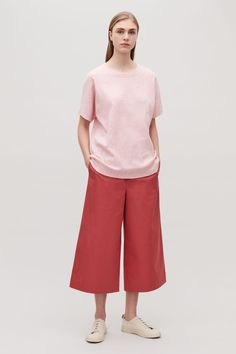Model front image of Cos oversized speckled t-shirt in pink Irodai  Outfitek e2b446b1a2