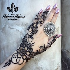 Simple Mehendi designs to kick start the ceremonial fun. If complex & elaborate henna patterns are a bit too much for you, then check out these simple Mehendi designs. Mehndi Designs 2018, Mehndi Designs For Fingers, Best Mehndi Designs, Bridal Mehndi Designs, Mehandi Designs, Bridal Henna, Henna Tattoos, Et Tattoo, Henna Tattoo Designs