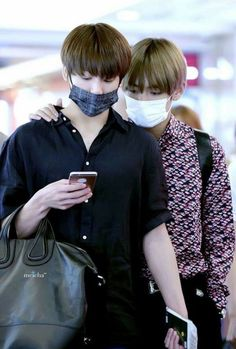 Find images and videos about kpop, bts and jungkook on We Heart It - the app to get lost in what you love. V Taehyung, Namjoon, Hoseok, Bts Bangtan Boy, Bts Boys, Bts Jungkook, Taekook, Foto Bts, K Pop