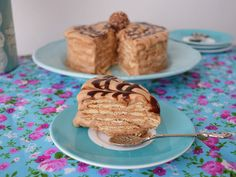 Prepara un pastel helado de café, ¡ríquisimo! Waffles, Pancakes, Baby Shower, Baking, Breakfast, Food, Pastries Recipes, Meals, Eating Clean