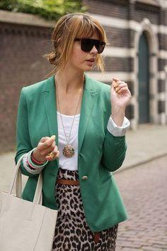 Green blazer with animal print skirt Printed Skirt Outfit, Leopard Skirt Outfit, Leopard Outfits, Leopard Print Skirt, Animal Print Skirt, Animal Print Outfits, Blazer Outfits, Printed Skirts, Skirt Outfits