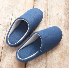 MagnetSlippers – Anziehen und sich wohlfühlen!  Mit den MagnetSlippers erwartet Sie Behaglichkeit zu Hause. Das Besondere an diesen gemütlichen Hausschuhen sind die 6 Neodym-Magnete pro Schuh. Ihre Füße werden verwöhnt durch ein angenehmes Material mit Slippers, Ebay, Material, Shoes, Fashion, Blue Shoes, Gents Shoes, Dressing Up, Wristlets