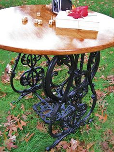 Western Furniture Revival did a great job with a vintage sewing machine foot … - Upcycled Furniture Repurposed Diy Sewing Table, Sewing Machine Tables, Antique Sewing Machines, Furniture Makeover, Diy Furniture, Round Folding Table, Old Coffee Tables, Do It Yourself Furniture, Western Furniture