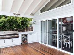 When it comes to real estate, first impressions do matter. So how can you create a stunning weatherboard house design on a budget?