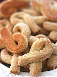 Twisted Cookies from the Val d'Aosta (Torcettini di Saint Vincent) - Baking Obsession Italian Fig Cookies, Italian Christmas Cookies, Italian Cookie Recipes, Italian Pastries, Italian Desserts, Italian Foods, Biscotti Cookies, Cake Cookies, Cookies Et Biscuits